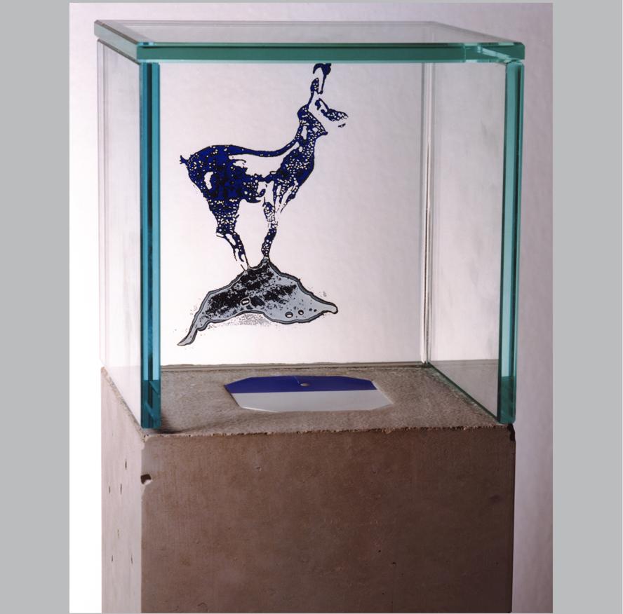 """Weiß-blau ist die Gams"" Glaskunst, 30 x 15 x 15 cm"